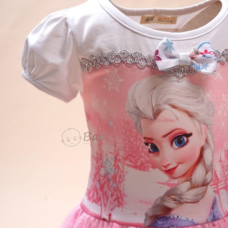 Dam be gai Elsa dinh no tung phoi voan dieu da