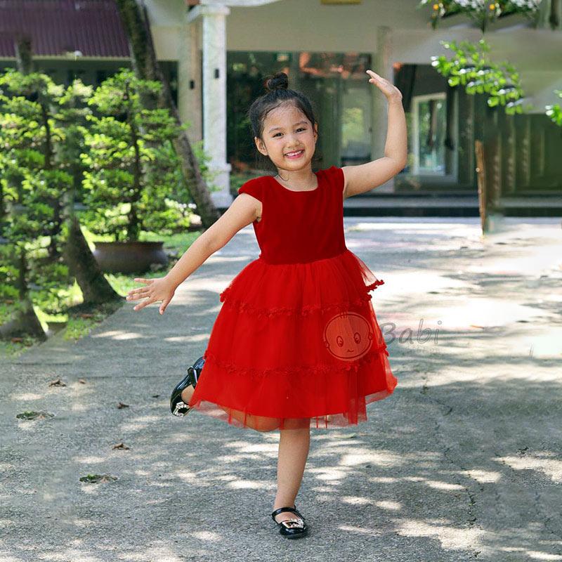 Quần áo bé gái dễ thương