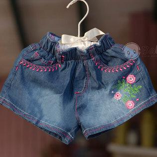 Quan short jeans cho be gai hoa tiet theu hoa