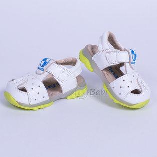 Giay sandal ro cho be (mau trang)