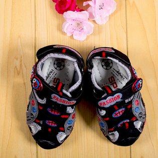 Giay sandal be trai co hoa tiet ten lua