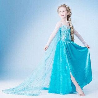 Dam cho be hoa trang thanh cong chua Elsa