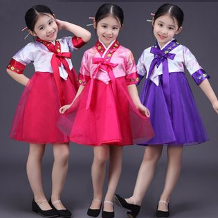 Dam Hanbok dang ngan cho be gai dang yeu
