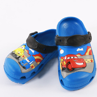 Dep nhua crocs cho be hinh xe McQueen