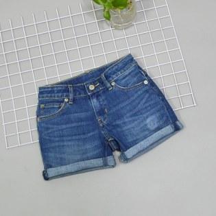 Quan short jeans be gai phoi tui nho cuc xinh